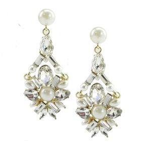 Jewelry - New Arrival !!! Beautiful Pearl & Crystal Earrings